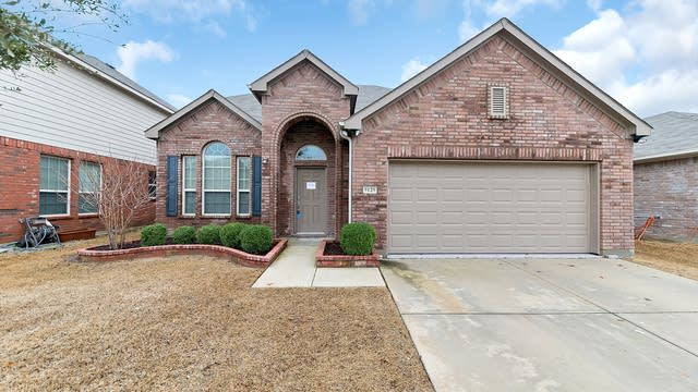 Photo 1 of 35 - 9129 Brook Hill Ln, Fort Worth, TX 76244