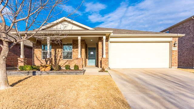 Photo 1 of 27 - 15832 Mirasol Dr, Fort Worth, TX 76177