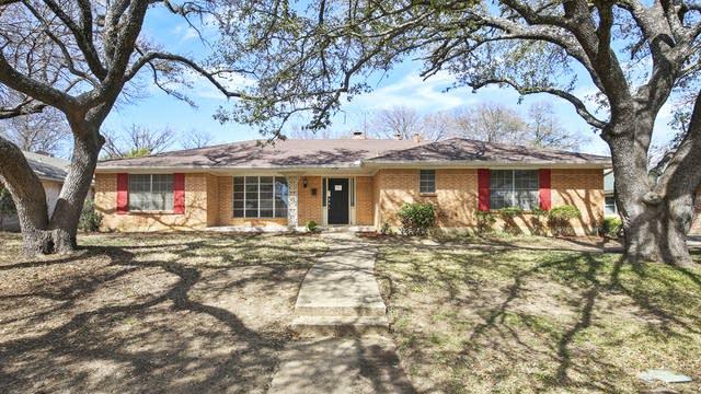 Photo 1 of 30 - 3736 Ashford Ave, Fort Worth, TX 76133