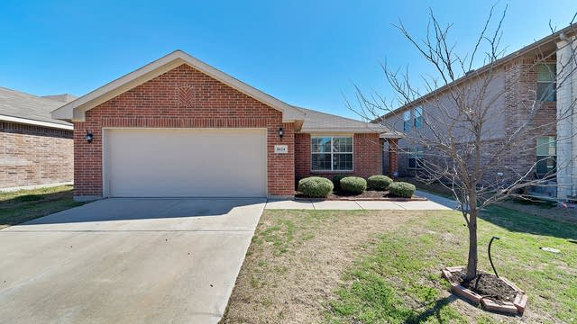 Photo 1 of 25 - 8624 Shallow Creek Dr, Fort Worth, TX 76179