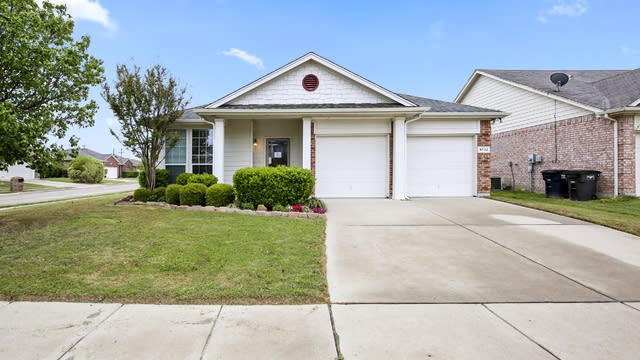 Photo 1 of 26 - 9732 Minton Dr, Fort Worth, TX 76108