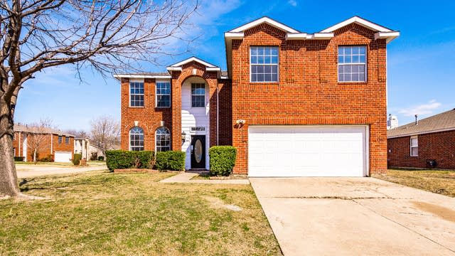 Photo 1 of 35 - 2001 Hickory Dr, Little Elm, TX 75068