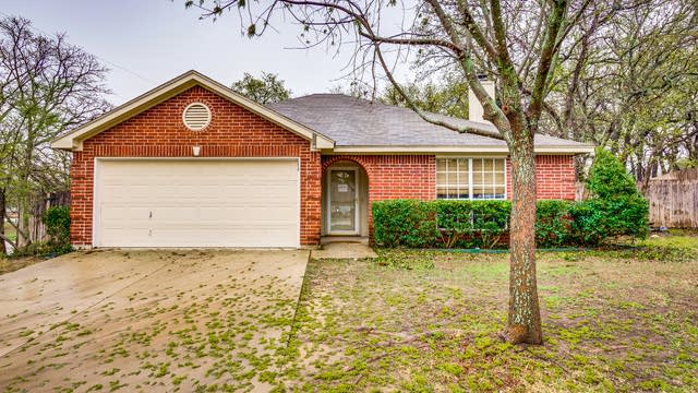 Photo 1 of 27 - 564 Dylan Ct, Azle, TX 76020
