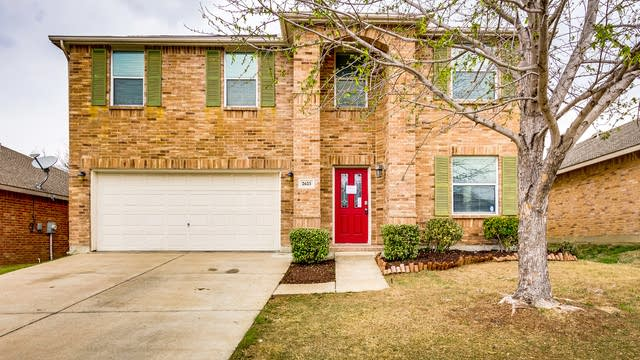 Photo 1 of 36 - 2625 Tuscan View Dr, Fort Worth, TX 76131