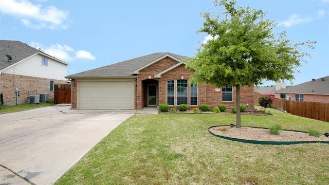 Photo 1 of 26 - 10405 Barber Ln, Benbrook, TX 76126