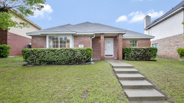 Photo 1 of 25 - 1645 Chapman St, Cedar Hill, TX 75104