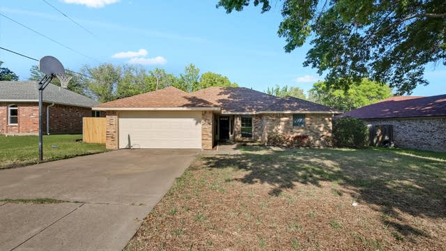 Photo 1 of 29 - 1321 Lampasas Dr, Benbrook, TX 76126