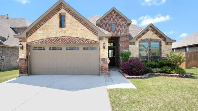 Photo 1 of 26 - 729 Seabourne Dr, Saginaw, TX 76179