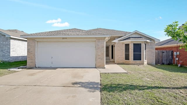 Photo 1 of 26 - 2370 Kelton St, Fort Worth, TX 76133