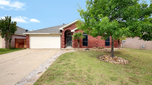 Photo 1 of 25 - 7044 Lomo Alto Dr, Fort Worth, TX 76132