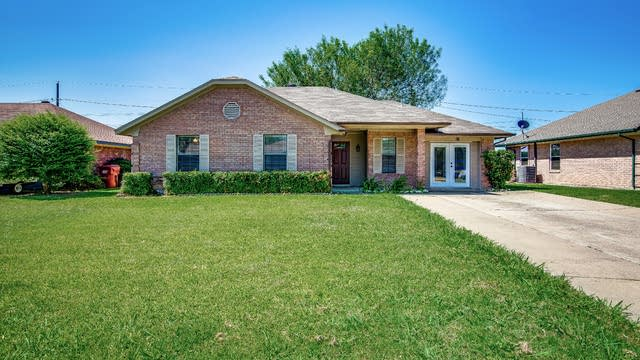 Photo 1 of 29 - 817 Brookhaven Dr, Royse City, TX 75189
