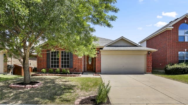 Photo 1 of 26 - 1704 Quail Grove Dr, Fort Worth, TX 76131