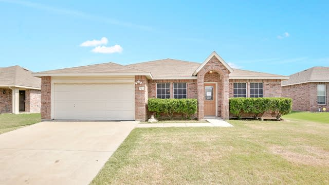 Photo 1 of 25 - 724 Sparrow Dr, Fort Worth, TX 76131