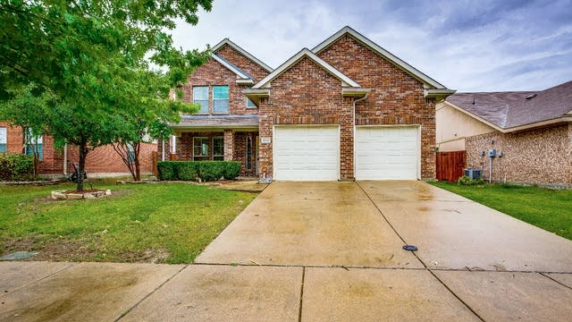 Photo 1 of 28 - 4030 Red Rock Dr, Heartland, TX 75126