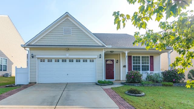 Photo 1 of 31 - 133 Chandler Springs Dr, Holly Springs, NC 27540