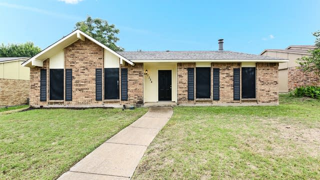 Photo 1 of 20 - 7554 Christie Ln, Dallas, TX 75249