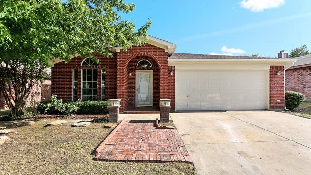Photo 1 of 18 - 1509 Yorkshire St, Fort Worth, TX 76134