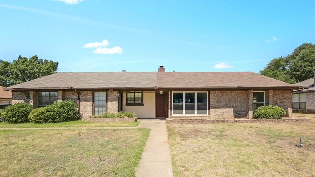 Photo 1 of 25 - 2925 Hilltop Dr, Euless, TX 76039