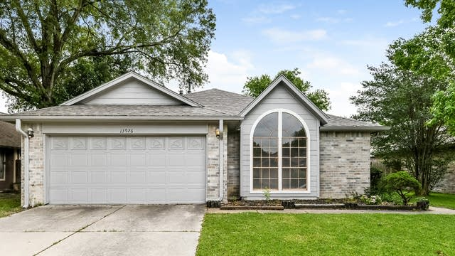 Photo 1 of 25 - 13926 Cantwell Dr, Houston, TX 77014