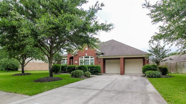 Photo 1 of 23 - 12618 Winding Manor Dr, Houston, TX 77044