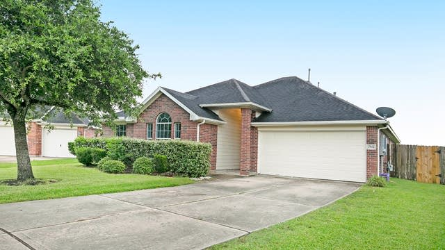 Photo 1 of 18 - 7502 Quiet Trace Ln, Pearland, TX 77581