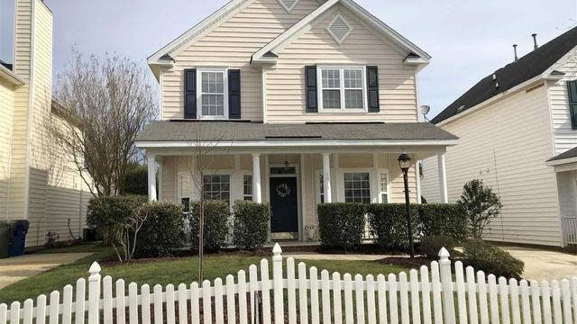 Photo 1 of 30 - 5016 Village Lawn Dr, Raleigh, NC 27613
