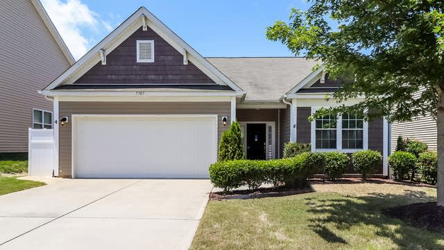 Photo 1 of 25 - 7307 Toxaway Ln, Charlotte, NC 28269