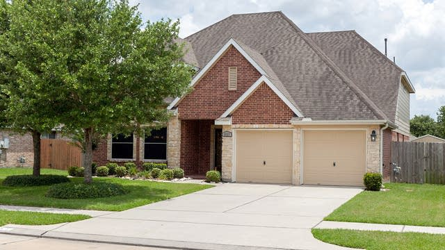 Photo 1 of 21 - 3727 Wild Oak Dr, Pearland, TX 77581