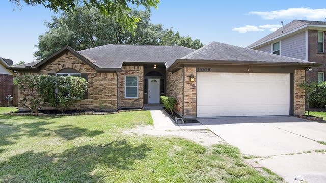 Photo 1 of 15 - 15706 Heritage Falls Dr, Friendswood, TX 77546