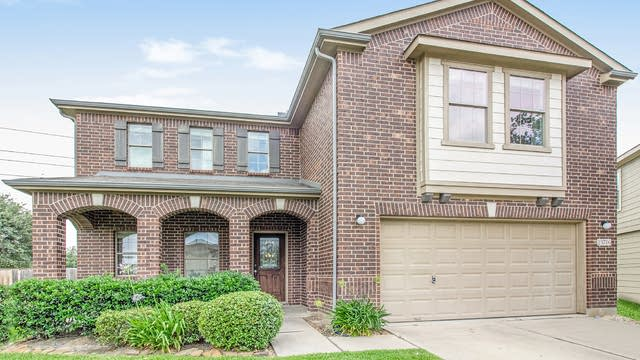 Photo 1 of 17 - 19706 Redwood Manor Ln, Cypress, TX 77433