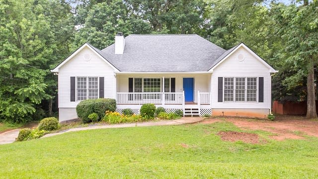 Photo 1 of 26 - 423 Sterling Dr, Powder Springs, GA 30127