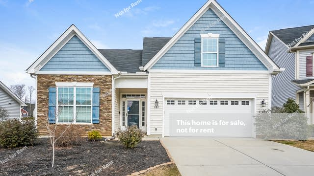 Photo 1 of 25 - 882 Bartek Ct, Fuquay Varina, NC 27526