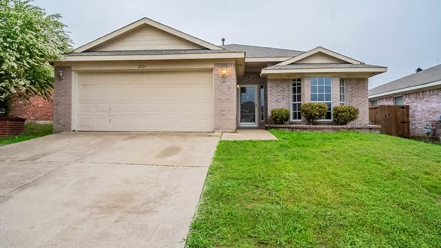 Photo 1 of 24 - 2521 Nogales Dr, Fort Worth, TX 76108