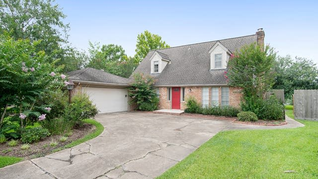 Photo 1 of 15 - 209 Palm Aire Dr, Friendswood, TX 77546