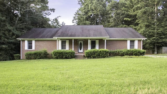 Photo 1 of 23 - 1583 Thornwood Dr, Jonesboro, GA 30236