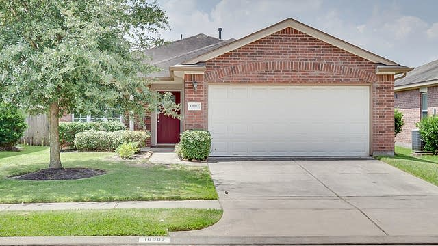 Photo 1 of 20 - 10007 Fairlane Oaks Dr, Houston, TX 77070