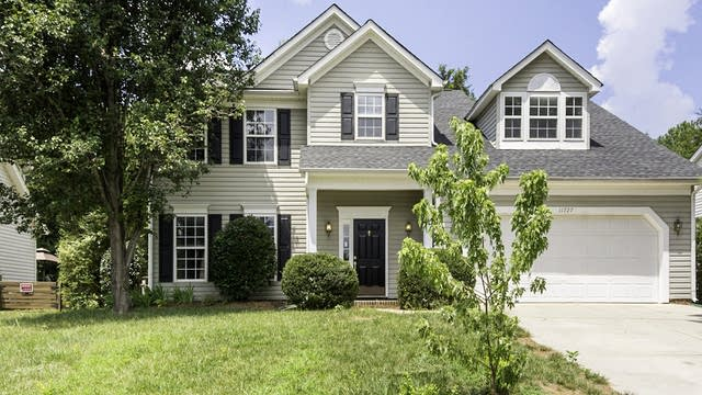 Photo 1 of 33 - 11727 Withers Mill Dr, Charlotte, NC 28278