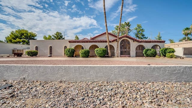 Photo 1 of 31 - 7718 W Villa Theresa Dr, Glendale, AZ 85308