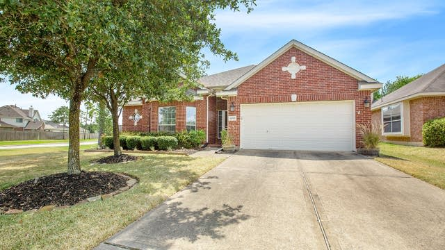 Photo 1 of 17 - 12703 Carriage Glen Dr, Tomball, TX 77377