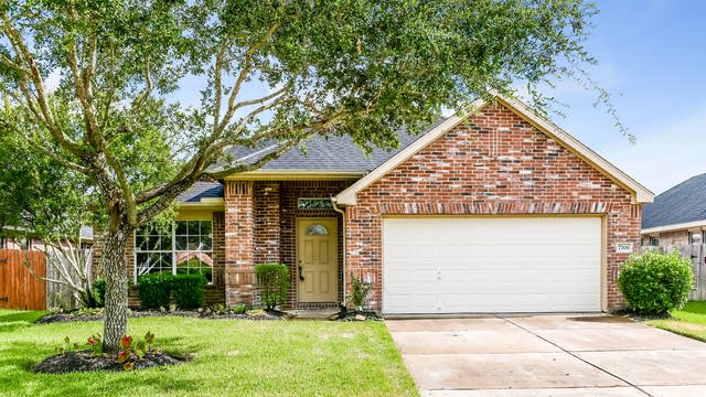 Photo 1 of 25 - 7706 Misty Lake Ln, Pearland, TX 77581