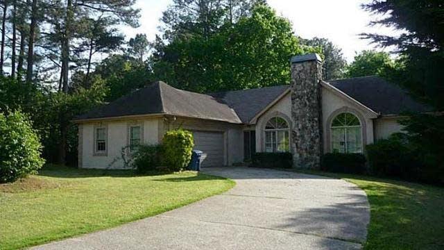 Photo 1 of 18 - 4820 Brandon Acres Ln, Buford, GA 30519