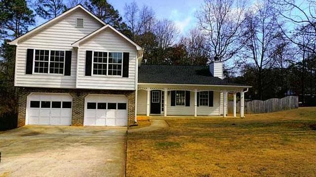 Photo 1 of 19 - 2825 Ivy Mill Dr, Buford, GA 30519