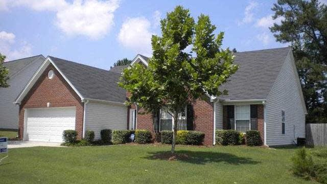 Photo 1 of 11 - 3437 Hill Pond Dr, Buford, GA 30519