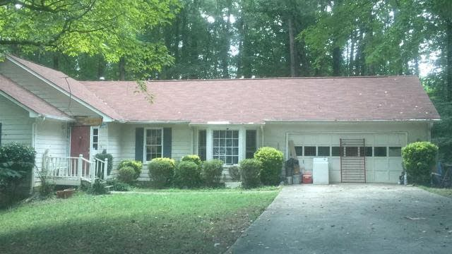 Photo 1 of 25 - 8686 Twin Oaks Dr, Jonesboro, GA 30236