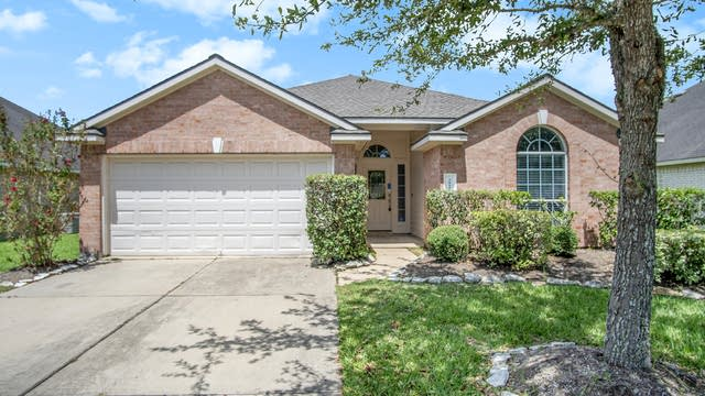 Photo 1 of 16 - 5815 Orchard Spring Ct, Pearland, TX 77581