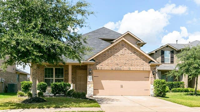 Photo 1 of 30 - 3014 Hurst Green Ln, Fresno, TX 77545