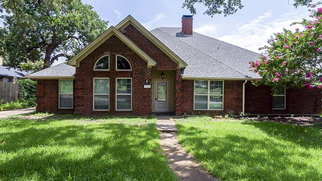 Photo 1 of 23 - 7108 Lincoln Dr, North Richland Hills, TX 76182