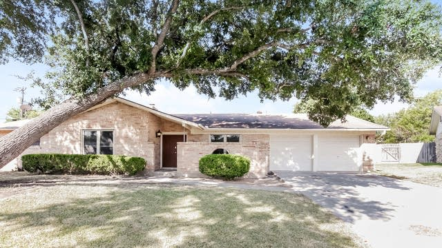 Photo 1 of 28 - 534 Kimberly Dr, Universal City, TX 78148