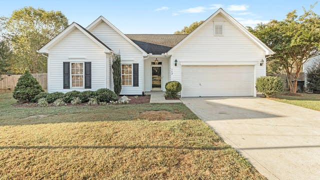Photo 1 of 15 - 162 Kristens Court Dr, Charlotte, NC 28115