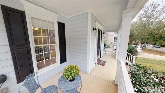 Photo 1 of 29 - 5229 Covington Bend Dr, Raleigh, NC 27613